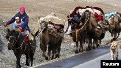 Кочевка казахов, живущих в Синьцзяне. Иллюстративное фото.