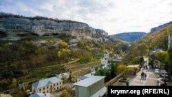 Вид на долину Маріам-Дере поблизу Свято-Успенського чоловічого монастиря