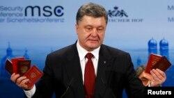 Украина президенти Петро Порошенко Мюнхень конференциясида, 2015 йилнинг 7 феврали.