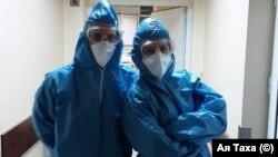 """Д-р Ая Таха и д-р Сезен Хабилов са снимани в изолатора на болница """"Пирогов"""""""