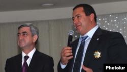 Armenia -- President Serzh Sarkisian (L) and Prosperous Armenia Party leader Gagik Tsarukian.