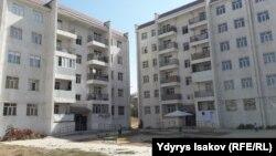 Многоэтажные дома, построенные для ЛОВЗ в микрорайоне «Анар» города Оша.