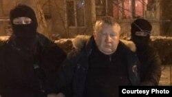 Фрагмент задержания подполковника полиции Григорьева по подозрению в получении взятки. Алматы, 3 января 2018 года. Фото с сайта Anticorruption.gov.kz