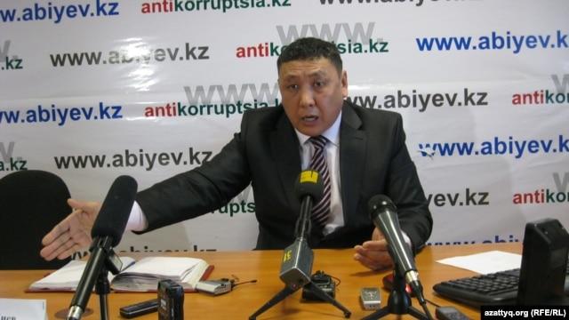 Токберген Абиев на пресс-конференции, организованной после того, как он был найден полицейскими на съемной квартире. Астана, 4 января 2012 года.