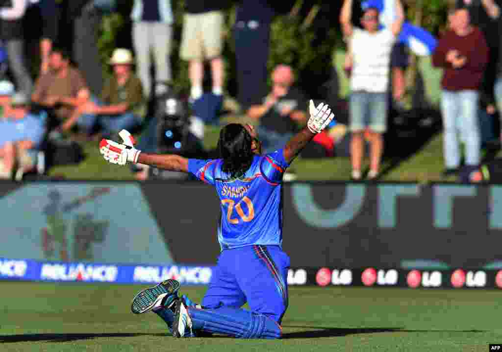 Afghan batsman Shapoor Zadran celebrates after hitting the winning runs to defeat Scotland in their 2015 Cricket World Cup Group A match in Dunedin. (AFP/William West)