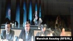 В Бюро по правам человека наблюдают за трансляцией из Женевы, где заслушивается отчет Казахстана в Комитете ООН против пыток. Алматы, 17 ноября 2014 года.