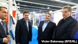 Emil Hurezeanu, ambasadorul României în Germania, la un târg de carte