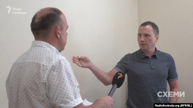 Згодом Огурцов пояснив, що 17 квітня над судовою ухвалою працював не він, а його помічниця