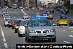 Автомобиль Петра Шкуматова, увенчанный синими ведерками, символом его общественного движения