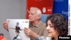 Միքայել Ստամբոլցյանը եւ Սուսաննա Հարությունյանը՝ լրագրողների հետ հանդիպմանը: 10-ը հունիսի, 2009 թ.