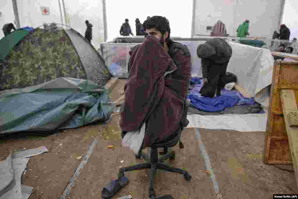 Since the beginning of 2017, Bosnia has faced a migrant crisis. There are five migrant centers: Miral and Sedra in the northwest, Usivak and Blazuj in the Sarajevo region, and Salakovac near Mostar in the south. According to the Security Ministry, there are around 10,000 migrants in Bosnia. Around 6,000 of them are in camps and reception centers, and an estimated 3,500 living on the street or in squats without adequate shelter.