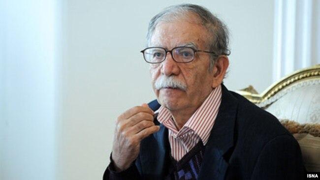 علی اشرف درويشيان حدود ۳۰ عنوان کتاب چاپ شده دارد که فرهنگ ۱۹ جلدی «افسانه های مردم ايران» (با همکاری رضا خندان مهابادی) از یکی از مهمترین آثارش محسوب میشود.