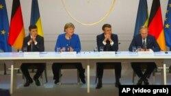 Зліва направо: президент України Володимир Зеленський, канцлер Німеччини Анґела Меркель, президент Франції Емманюель Макрон та президент Росії Володимир Путін в Парижі, 9 грудня 2019 року