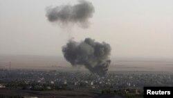 Pamje nga përleshjet ndërmjet militantëve të IS-it dhe luftëtarëve kurdë në vendim Makhmur të Irakut