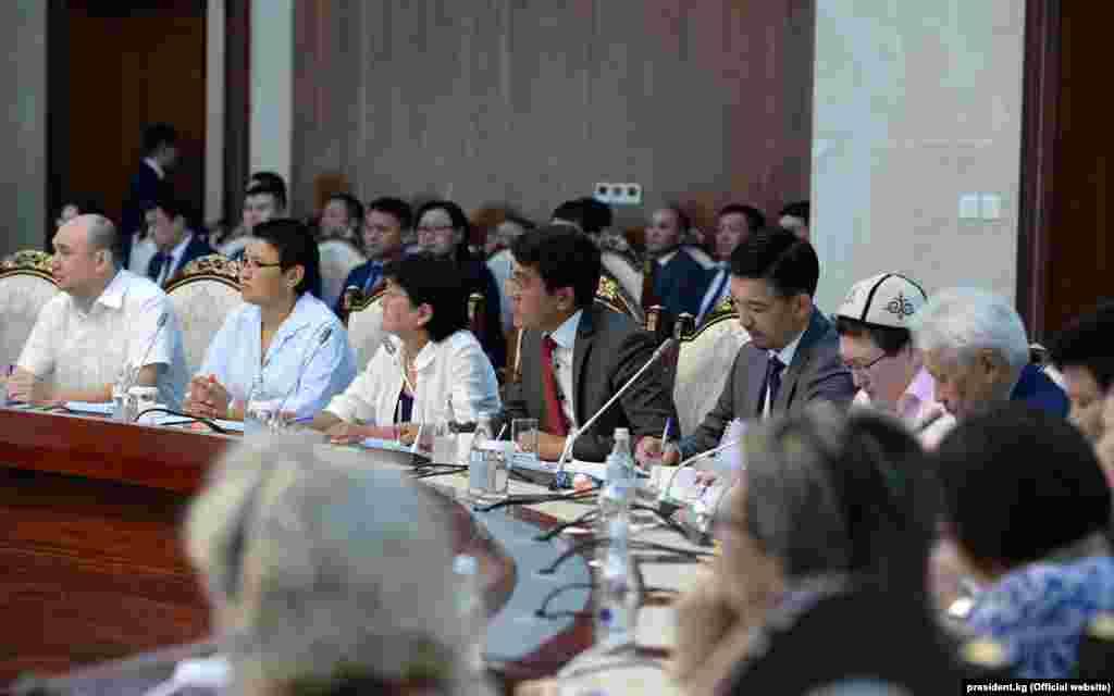 Онотметил, что впоследнее время вКыргызстане появилось сильное гражданское общество иэто достижение, которым можно гордиться. Этот потенциал винтересах государства необходимо сохранять иукреплять.