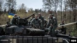 . На фото: військові України на українському танку Т-64БМ «Булат» під час міжнародних навчань за участю шести НАТО та країн-партнерів «Танковий виклик сильної Європи-2017». Німеччина, 11 травня 2017 року
