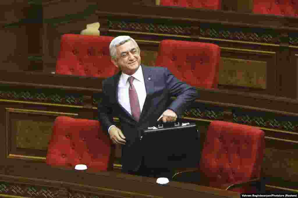 Серж Сарґсян у своєму виступі напередодні обрання заявив, що має «достатньо впливу і можливостей для того, щоб в рамках взятої на себе політичної відповідальності забезпечити гармонійну роботу політичної сили, яка має парламентську більшість, в законодавчій і виконавчій гілках влади»