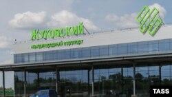 У терминала аэропорта Жуковский в Подмосковье.