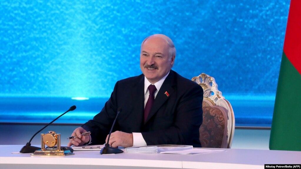 Lukashenka Says Russia Won't 'Swallow' Belarus, But Further