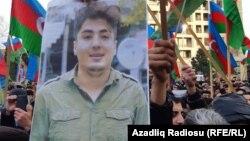 Mehman Hüseynovun fotosu mitinq iştirakçılarının əlində, 19 yanvar 2019