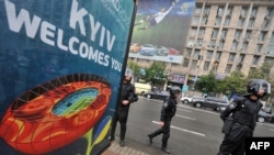 Украина -- Евро-2012-на кечлучу Киевехь протестхойн гуламна гонаха лаьтта полици, 05Ман2012