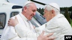 Два папы, цяперашні і былы