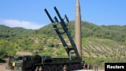 """Северокорейская баллистическая ракета """"Хвансон 14""""."""