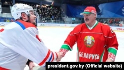 Аляксандар Лукашэнка падчас гульні ў хакей, 29 сакавіка