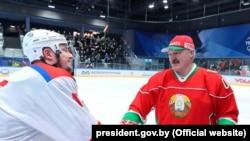Բելառուսի նախագահ Ալեքսանդր Լուկաշենկոն հոկեյ է խաղում, 28-ը մարտի, 2020թ.