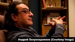 Борис Юхананов в кресле худрука