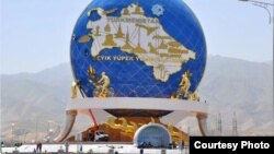 Монумент Велосипед в Ашхабаде