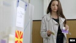Архивска фотографија - Гласање на претседателски и предвремените парламентарни избори во 2014 година