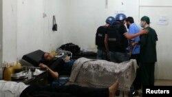 Эксперты ООН в больнице в пригороде Дамаска, где лечатся пострадавшие от химической атаки