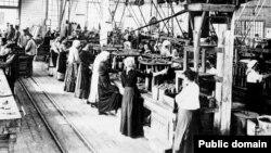Женщины за работой, начало XX века