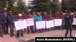 Жители села Теплоключенка, вышедшие на митинг. 27 мая 2019 г.