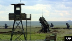 U.S. Defense Secretary Leon Panetta ordered the deployment in Turkey of two Patriot missile batteries. (file photo)