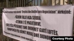 """Motoja e protestës së sotme """"Drejtësi dhe dinjitet para negociatave"""""""