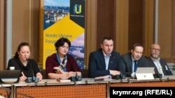 Олег Сенцов выступает в парламенте Швеции, 11 марта 2020 года