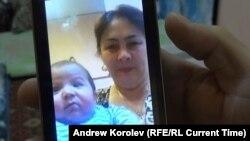Умарали Назаров и его бабушка.