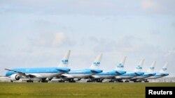 Avioni parkirani na aerodromu Šipol