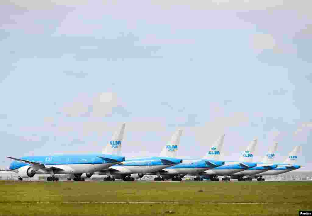 Международный аэропорт в Амстердаме, Нидерланды.2 апреля 2020 года