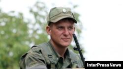 Срочники в российской армии не хотят подписывать контракт из-за маленькой зарплаты, считает военный аналитик