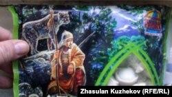 Упаковка производимых в Петропавловске пельменей, рисунок на которой стал предметом судебной тяжбы. Петропавловск, февраль 2011 года.