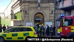 Экстренные службы на месте происшествия в Лондоне, 15 сентября 2015 года.