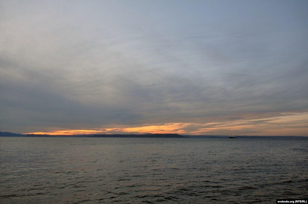 Закат солнца на берегу Японского моря