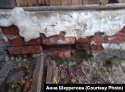 Дом Анны Шкуратовой из посёлка Октябрьский после наводнения.