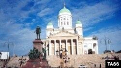 В финскую столицу съехались высокие гости почти из сорока стран - президенты, премьер-министры и даже султан