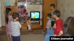 2012 жылғы Лондон олимпиадасы кезінде ойналған Қазақстан әнұранын тыңдап тұрған балалар. (Мәдина Шадаева есімді оқырман жолдаған сурет)