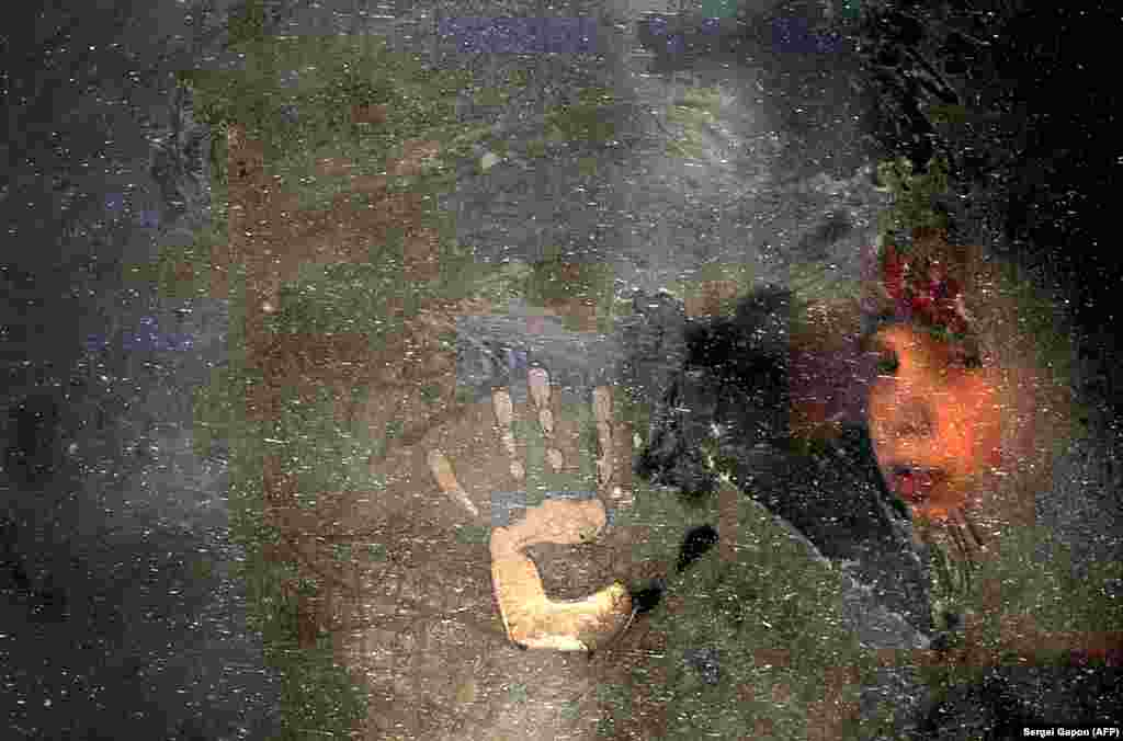 A boy looks through a frozen bus window in Minsk. (AFP/Sergei Gapon)