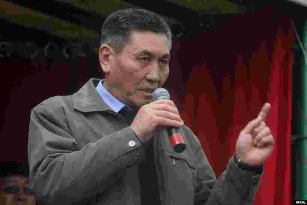 М.Ниязов БШК менен ЖКны таратып, коалициялык өкмөт түзүү зарыл деген талапты койду - Kyrgyzstan - Miroslav Niazov, the member of oppostion, in protest action of opposition forces, Bishkek, 27Mar2009